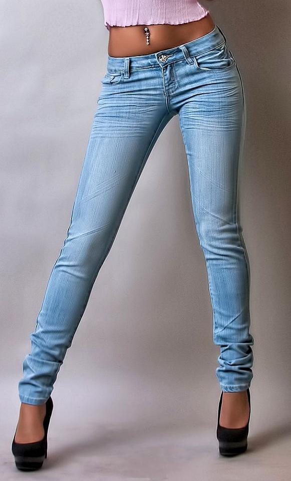 в джинсах фото